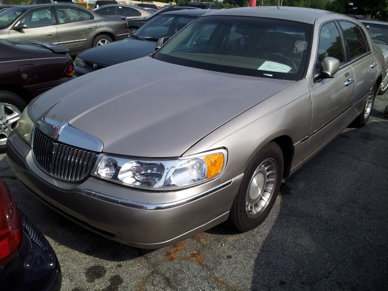 2001 lincoln town car executive for sale in warner robins. Black Bedroom Furniture Sets. Home Design Ideas