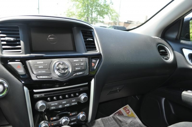 2016 NISSAN PATHFINDER SV  4WD