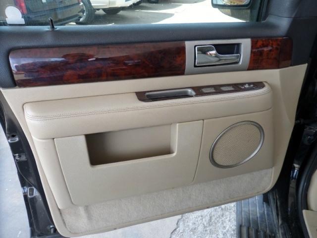 2005 Lincoln Navigator 4dr 2WD Ultimate