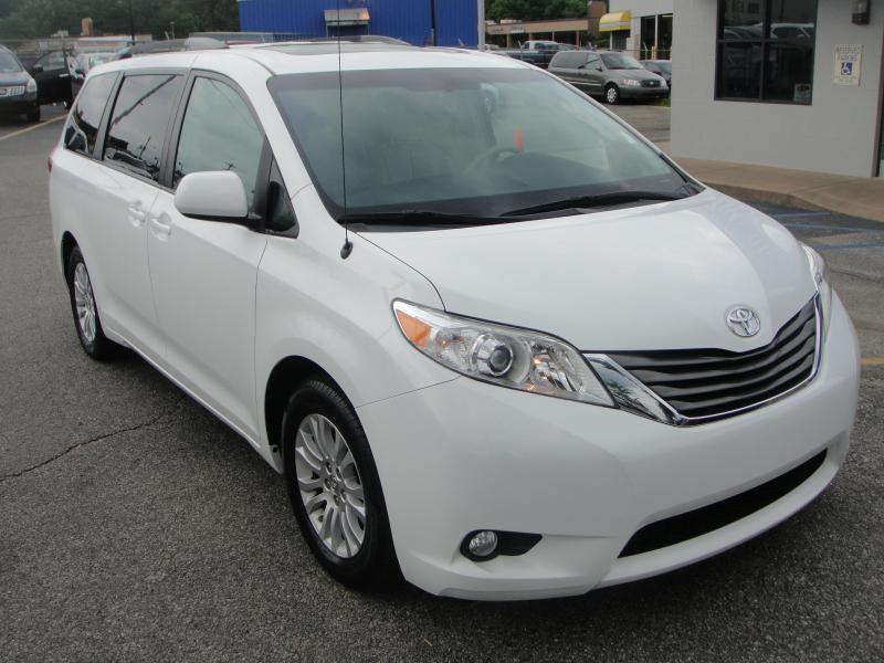Toyota SIENNA XLE 2013