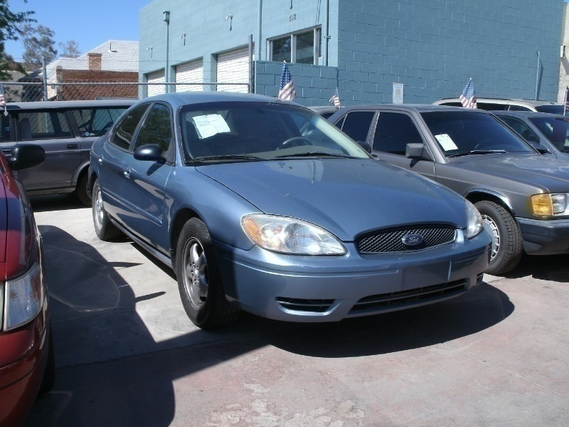 2006 Ford Taurus 4dr Sdn SE This Ford Taurus is ready to roll today and qualifies for a 998 Down P