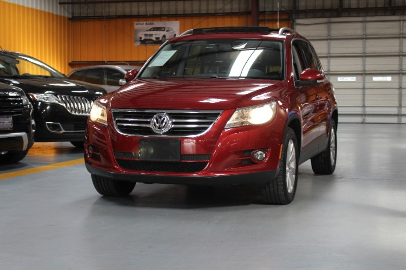 2009 Volkswagen Tiguan FWD 4dr SE wLeather Red Black 91621 miles Stock 542901 VIN WVGAV75N