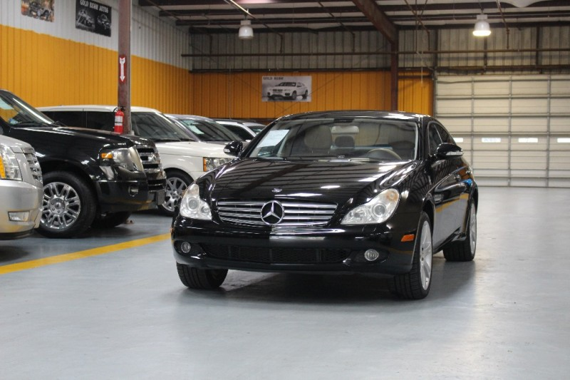 2008 Mercedes CLS-Class 4dr Sdn 55L Black Beige 101903 miles Stock 120936 VIN WDDDJ72X18A1