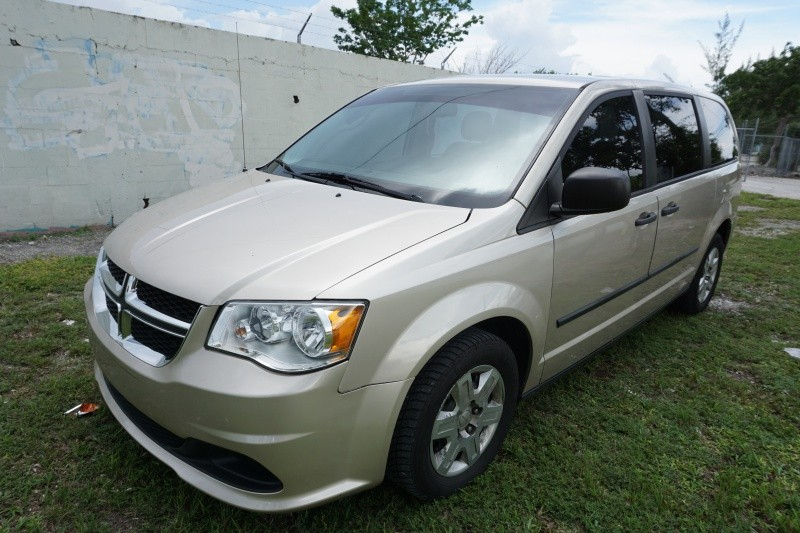 2013 Dodge Grand Caravan 4dr Wgn SE The front windshield is in excellent condition The paint is