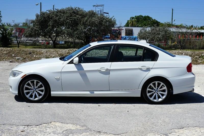 2011 BMW 3-Series 4dr Sdn 328i RWD SULEV White Black 87550 miles Stock 094207 VIN WBAPH5C55