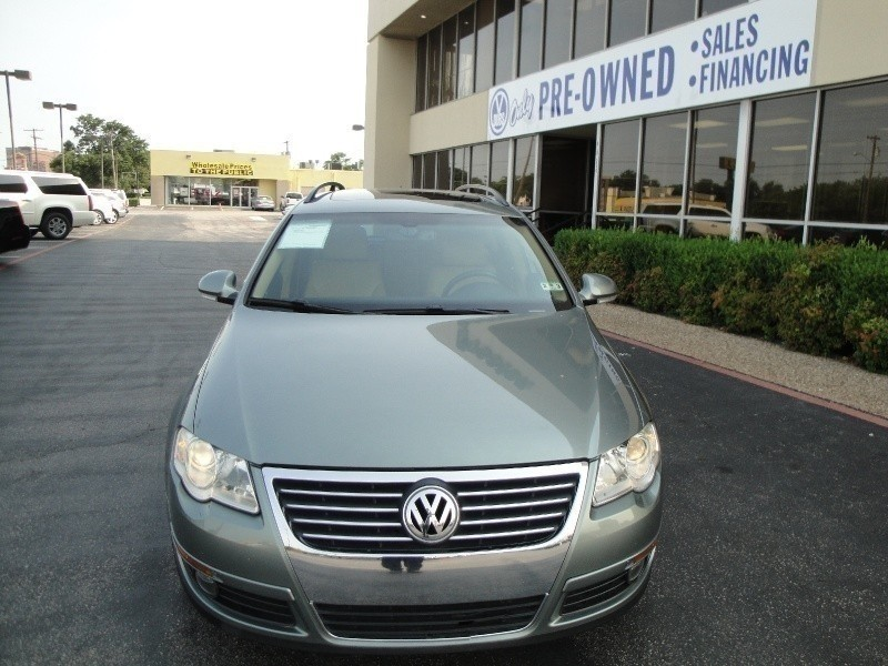 2007 Volkswagen Passat Wagon 4dr Auto 36L 4MOTION Take a look at this LUXTURAY 2007 Volkswage
