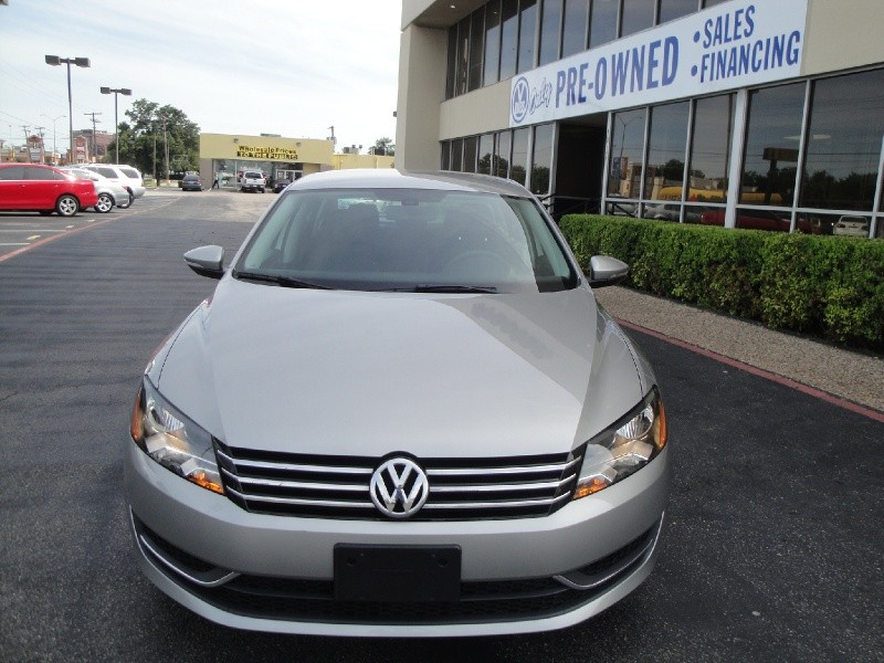 2012 Volkswagen Passat 4dr Sdn 25L Auto S wAppearance Check out this wonderful 2013 Volkswagen Pa