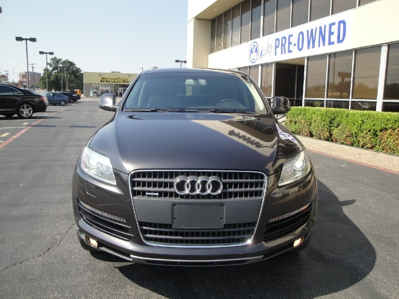2007 Audi Q7 quattro 4dr 42L Check out this clean Auto Check 2007 Audi Q7 This Q7 is loaded with