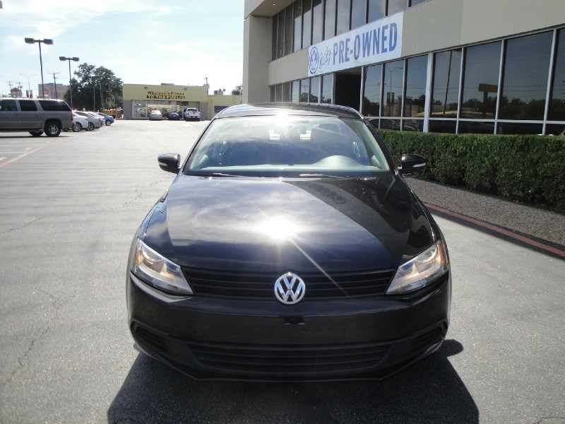 2012 Volkswagen Jetta Sedan 4dr Auto SE PZEV CHECK OUT THIS 2012 VOLKSWAGON JETTA 25 SE THIS JE
