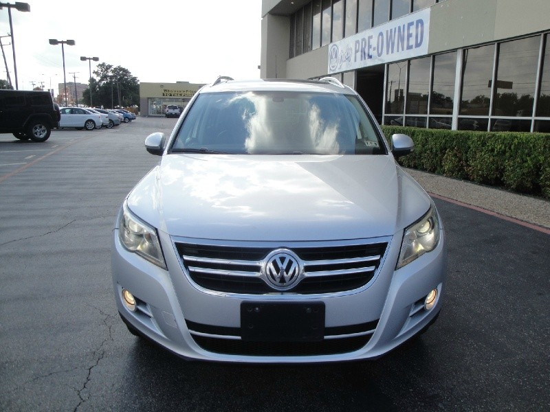 2010 Volkswagen Tiguan FWD 4dr Wolfsburg LOADED LOADED LAODED SEL MODEL NAVIGATION SUNROOF LE