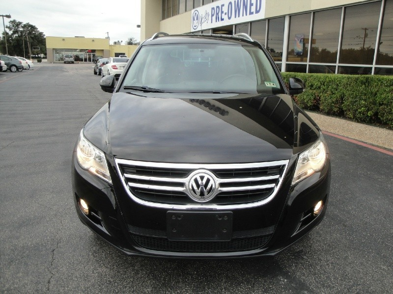 2010 Volkswagen Tiguan FWD 4dr SE THIS IS A GREAT LITTLE SUV 2010 Volkswagen Tiguan SE  4dr Aut