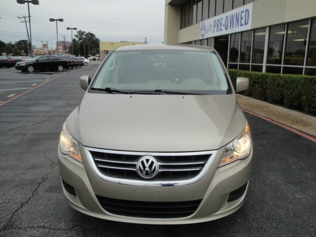 2009 Volkswagen Routan A GREAT FAMILY CAR 2009 Volkswagen Routan 4dr Wgn Automatic This Mini-Van