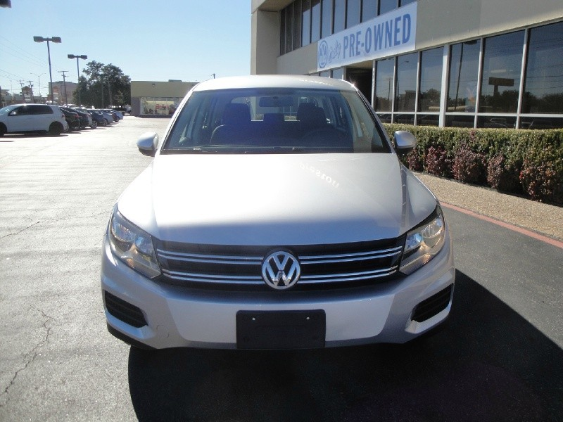 2013 Volkswagen Tiguan 2WD 4dr Auto S Ltd Avail 2013 Volkswagen Tiguan S Ltd Avail This Clean