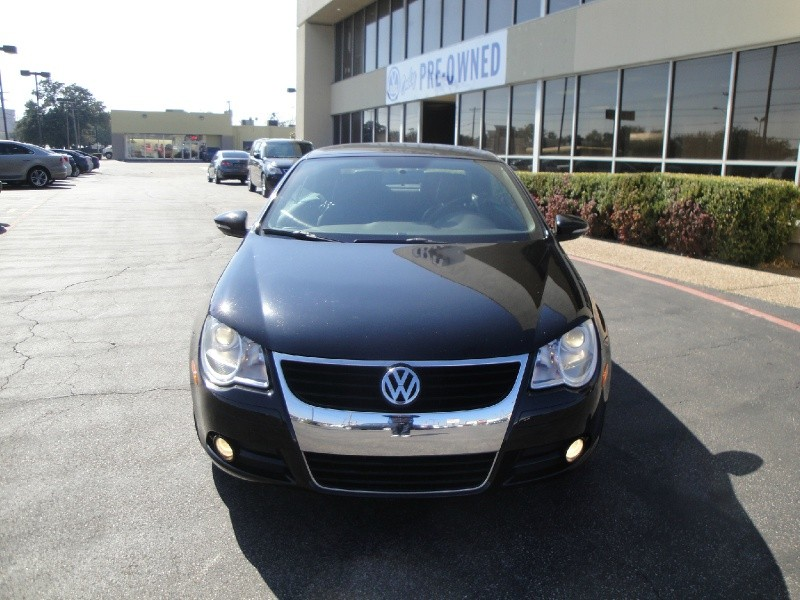 2009 Volkswagen Eos 2dr Conv Man Trendline CHECK OUT THIS LITTLE 2009 VOLKSWAGEN Eos CONVIRTIBLE MA