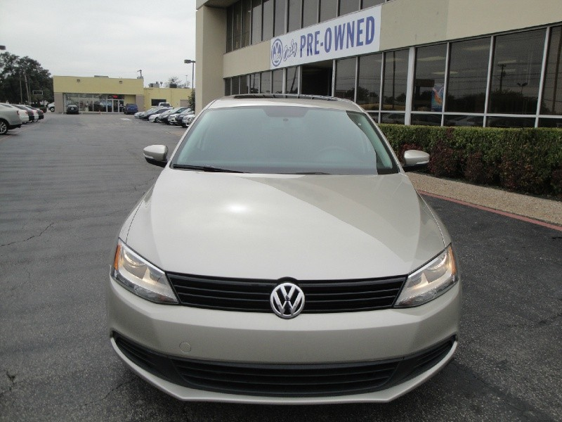2012 Volkswagen Jetta Sedan CLEAN HISTORY ON THIS 2012 VOLKSWAGEN JETTA SE MANUAL STILL UNDER WAR