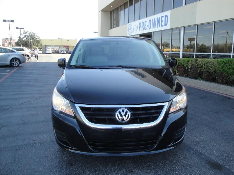 2010 Volkswagen Routan LOW MILES 2010 VOLKSWAGEN ROUTAN 4DR WGN SE AUTOMATIC EQUIPPED W NAVIGA