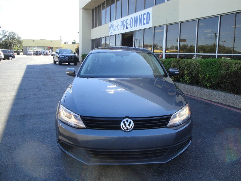 2011 Volkswagen Jetta Sedan 4dr Auto SE PZEV THIS IS A CLEAN 2011 VOLKSWAGEN JETTA SEDAN W NO AC