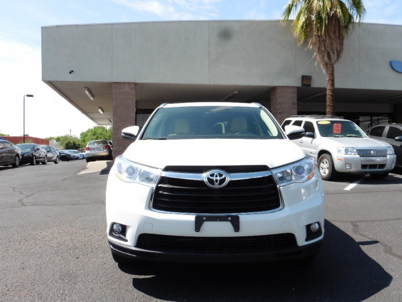 2014 Toyota Highlander AWD 4dr V6 XLE White Gray 47000 miles Stock 048864 VIN 5TDJKRFH4ES04