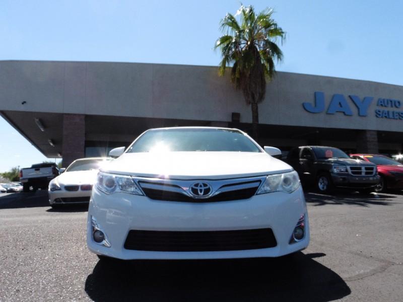 2013 Toyota Camry 4dr Sdn V6 Auto XLE Natl White Gray 106000 miles Stock 529194 VIN 4T1BK
