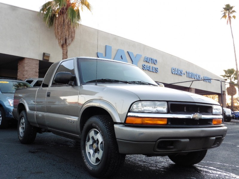 2000 Chevrolet S-10 Ext Cab 123 WB 4X4 LS Gray Gray 132000 miles Stock 200769 VIN 1GCDT19W6