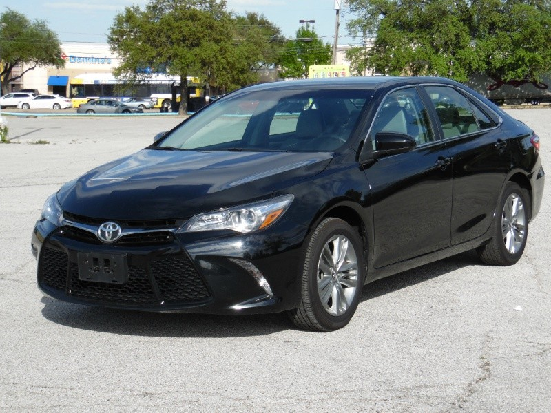 Toyota Camry SE (Below Trade in value ) 2015