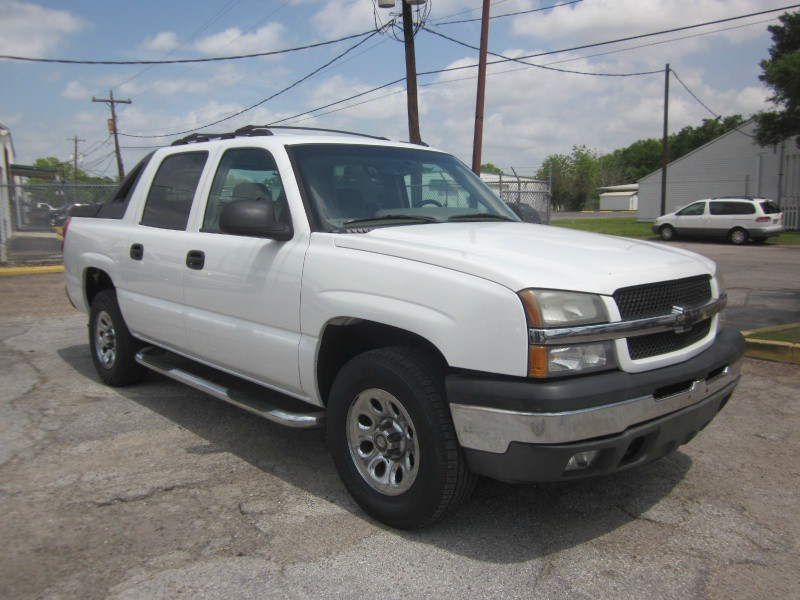 2005 Chevrolet Avalanche 1500 5dr Crew Cab 130 As rough and tough as the Chevrolet Avalanche looks