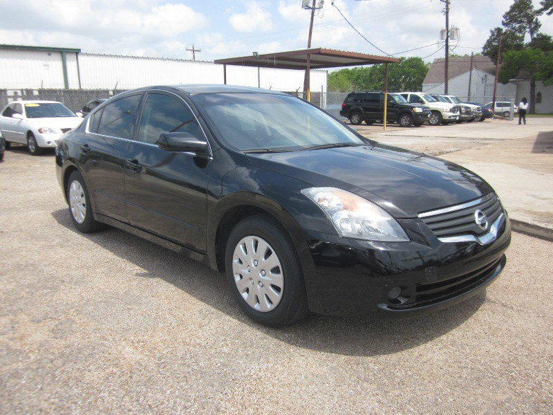 2008 Nissan Altima 4dr Sdn I4 CVT 25 S The 2008 Nissan Altima is one of the most heralded and popu