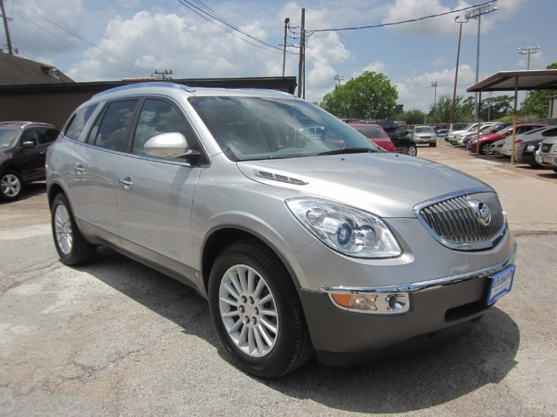 2008 Buick Enclave CXL FWD 4dr All models are equipped with a 275 horsepower 36-liter gas-powered