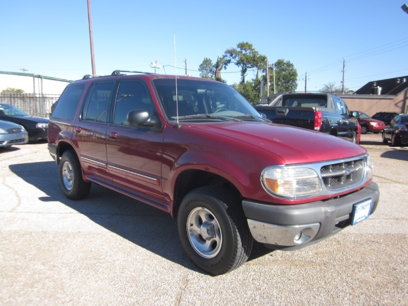 2000 Ford Explorer 4dr 112 WB XLT Red Gray 107564 miles Stock 7220 VIN 1FMZU63X8YZC04698