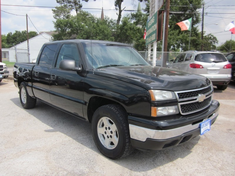 2006 Chevrolet Silverado 1500 Crew Cab 1435 The 2006 Chevrolet Silverado 1500 is comfortable eno