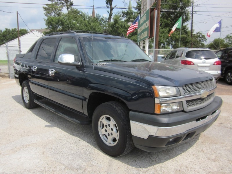 2006 Chevrolet Avalanche 1500 5dr Crew Cab 130 The Chevy Avalanche truck comes standard with four-w
