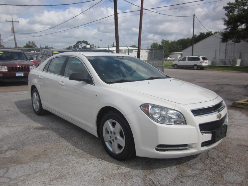 2008 Chevrolet Malibu 4dr Sdn LS w1LS Fully redesigned for 2008 the Chevrolet Malibu is now roomi