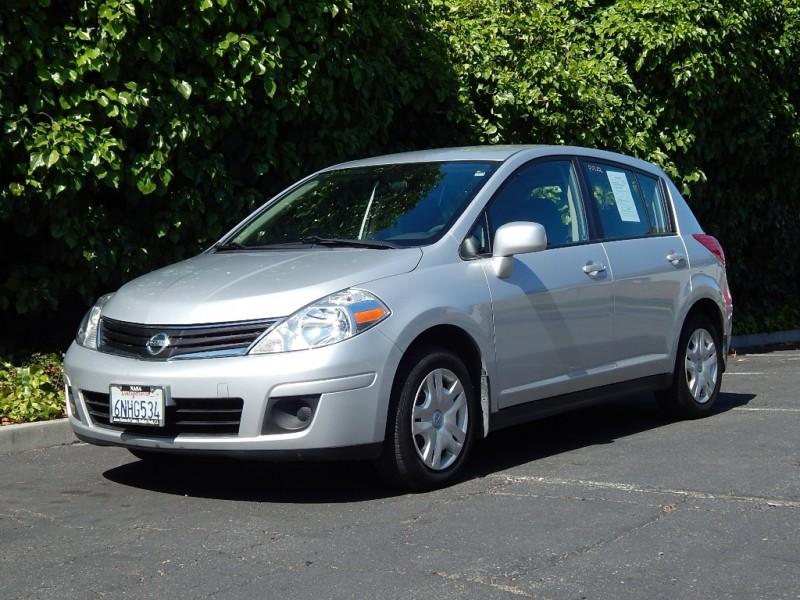 2010 Nissan Versa 5dr HB I4 Auto 18 S Silver 46400 miles Stock 455017 VIN 3N1BC1CP2AL455017