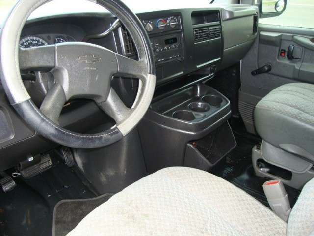 Ez Ride Auto >> Buy used ***NO RESERVE*** 2003 Chevy Express Cargo Van 1500 AUTO AC HEATER in Dallas, Texas ...