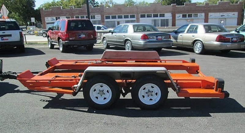 U-Haul motorcycle trailers are available to rent online. The motorcycle trailer rental is equipped with an easy-access loading ramp, built-in motorcycle chock and heavy-duty tie-down rings.