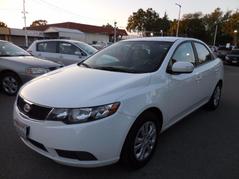 2010 Kia Forte EX CLEAN TITLE LOOKS RUNS GREAT PRICED FOR QUICK SALE 4 NEW BRAKES FRONT AND RE