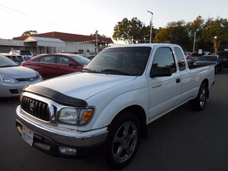 2004 Toyota Tacoma Xtracab 2WD NICE AND CLEAN TRUCK CLEAN TITLE LOOKS RUNS GREAT PRICED FOR QU