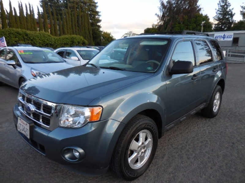 2011 Ford Escape XLT THIS IS CASH PRICE FINANCE PRICE WILL BE 500 TO 1000 EXTRA NEW ARRIVAL C