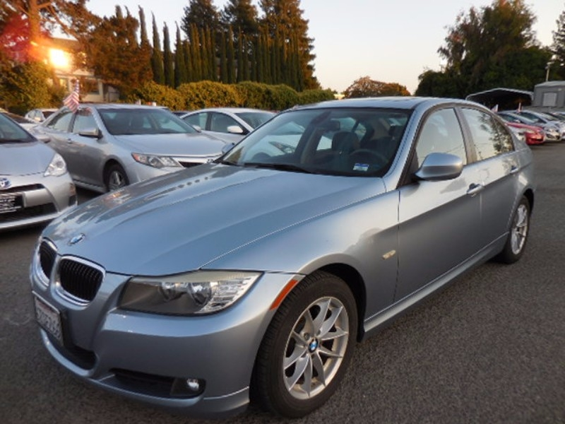 2010 BMW 3-Series 328i You are looking at an immaculate 2010 BMW 3-Series that is Blue in color an