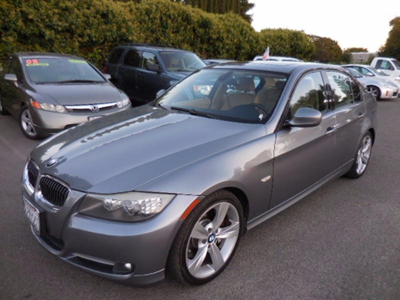 2009 BMW 3-Series 335i This is a terrific one owner 2009 BMW 3-Series that is Gray in color and t