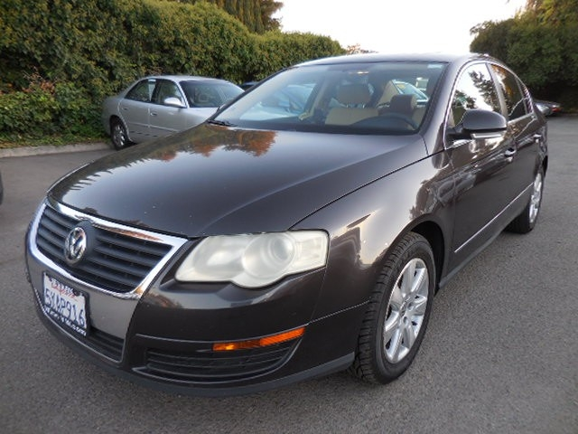2006 Volkswagen Passat 20T Sedan We are proud to offer a superb 2006 Volkswagen Passat that is Gr