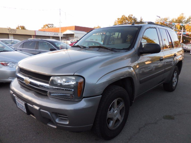 2005 Chevrolet TrailBlazer LS 2WD We are pleased to offer a super clean 2005 Chevrolet TrailBlazer