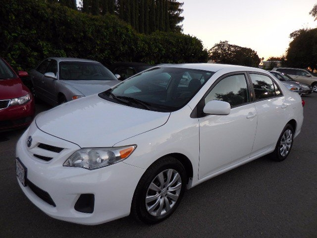 2012 Toyota Corolla LE 4D Sedan Now for sale is a beautiful 2012 Toyota Corolla Le that is White i