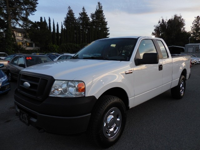 2007 Ford F-150 XL SuperCab 4WD Up for sale is this frontline ready one owner 2007 Ford F-150 4WD