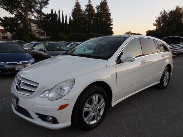2008 Mercedes R-Class R320 CDI You are looking at a delightful 2008 Mercedes-Benz R-Class R320 CDI
