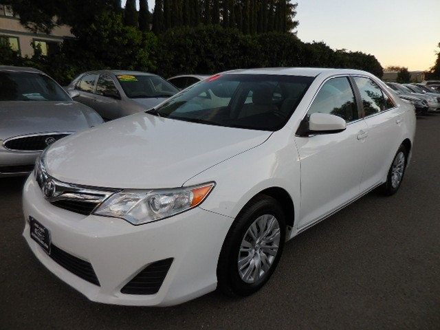 2014 Toyota Camry LE Sedan Up for sale is a great 2014 Toyota Camry LE Sedan that is White in colo