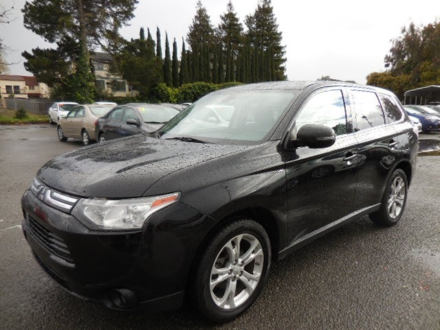 2014 Mitsubishi Outlander GT S-AWC We are excited to offer an exquisite 2014 Mitsubishi Outlander