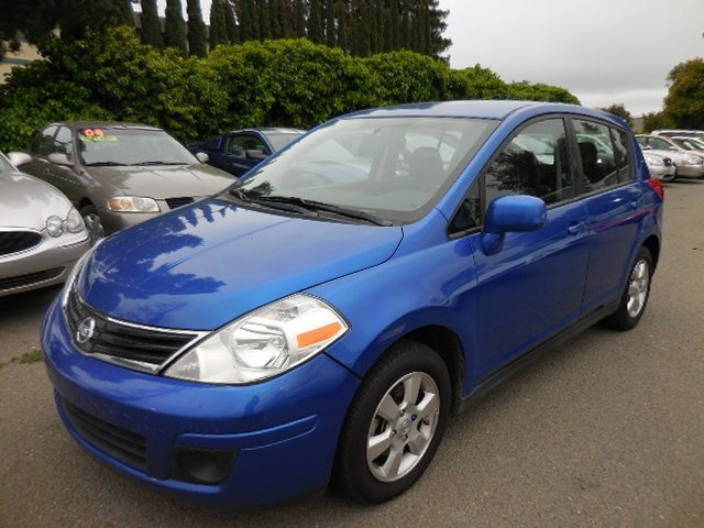 2012 Nissan Versa Hatchback We are excited to offer a superb one owner 2012 Nissan Versa Hatchback