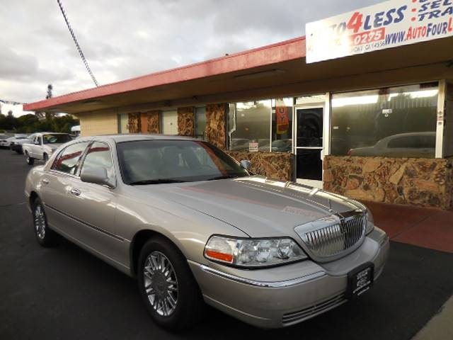2008 Lincoln Town Car Signature Limited Now for sale is this fantastic 2008 Lincoln Town Car Sig