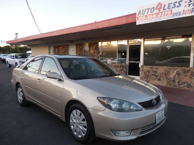 2005 Toyota Camry SE This is a clean 2005 Toyota Camry SE with low miles that is Beige in color an